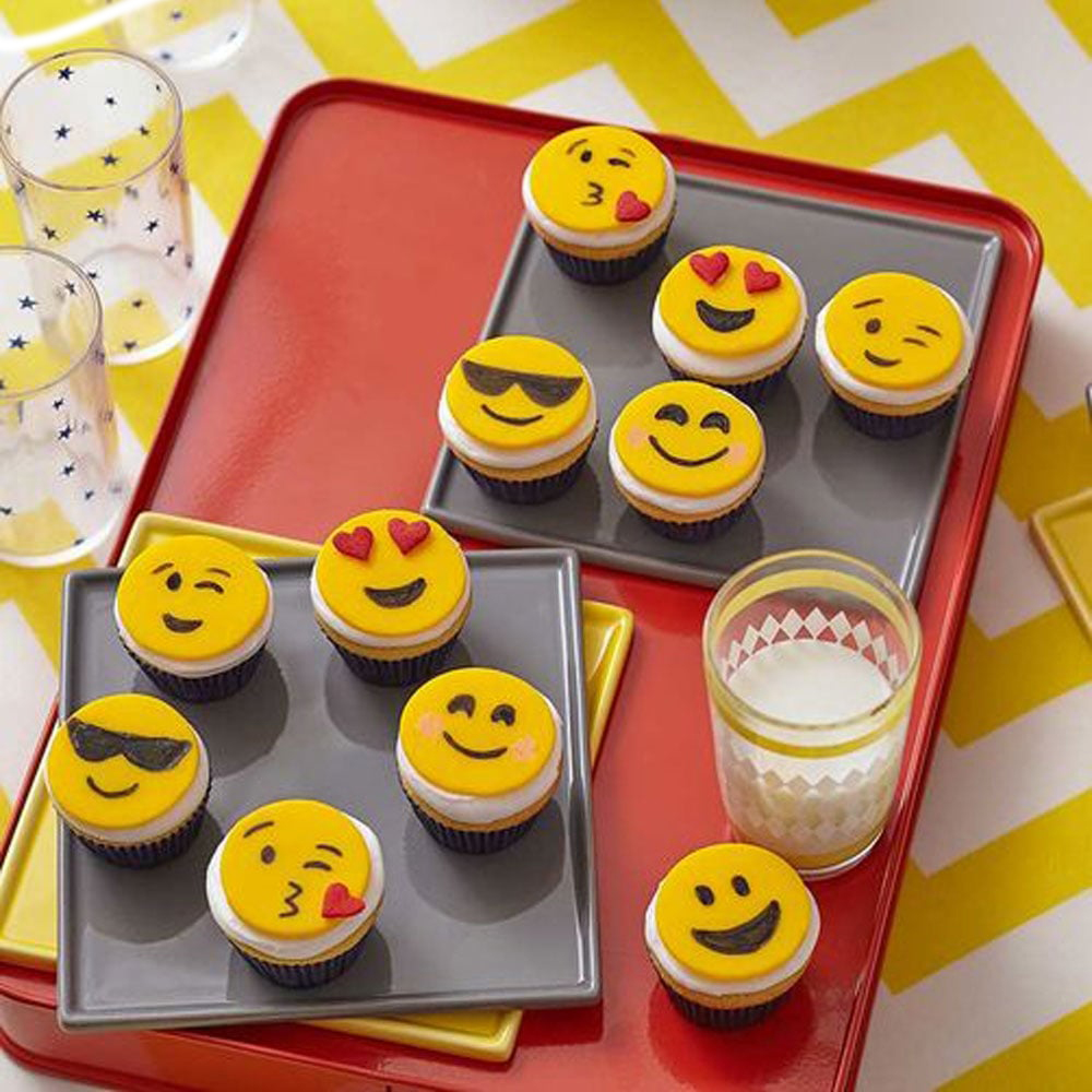 Draw on your own macarons!